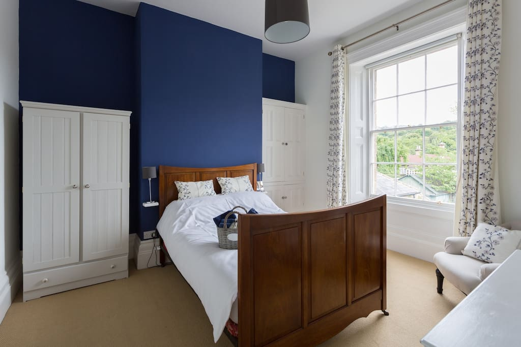 Stunning double bedroom with original sash window