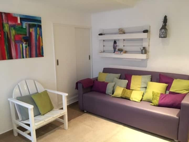 Cosy apartment 2 min beach walk