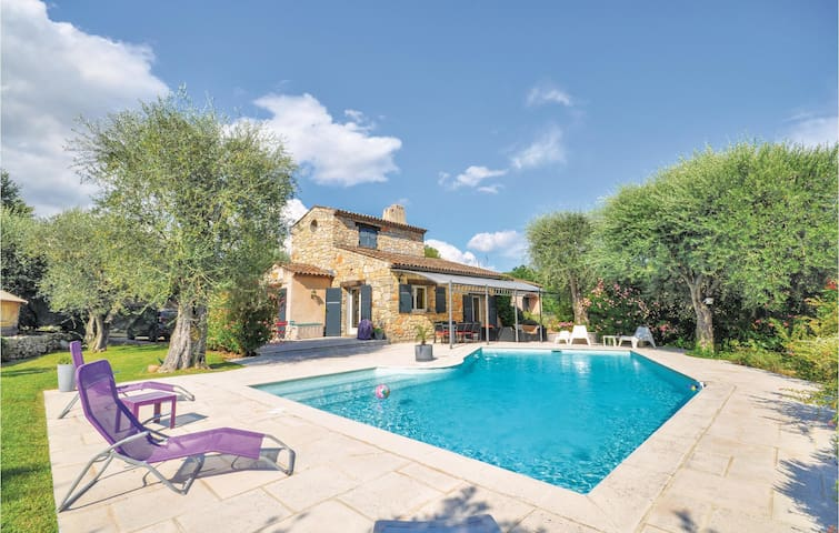 Nice home in Grasse with 3 Bedrooms