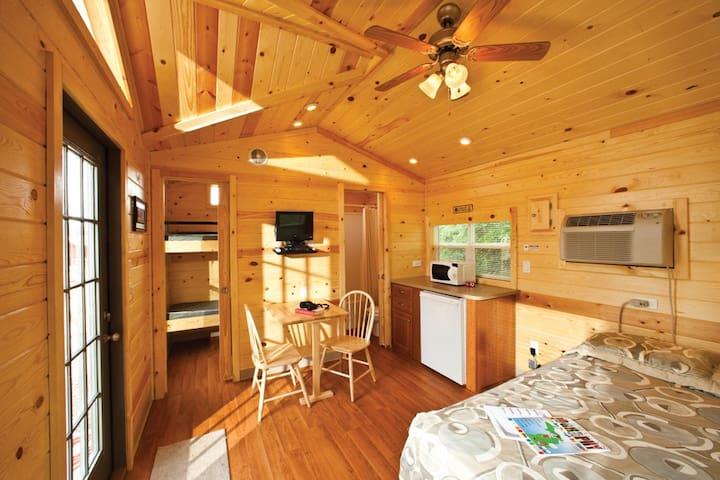 Cozy Deluxe Cabin