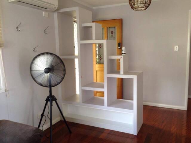 Modern Geebung home with 2 bedrooms - Geebung - Ev
