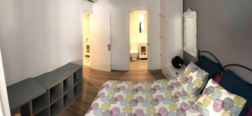 Confortable  Room/center bcn w/prívate bathroom