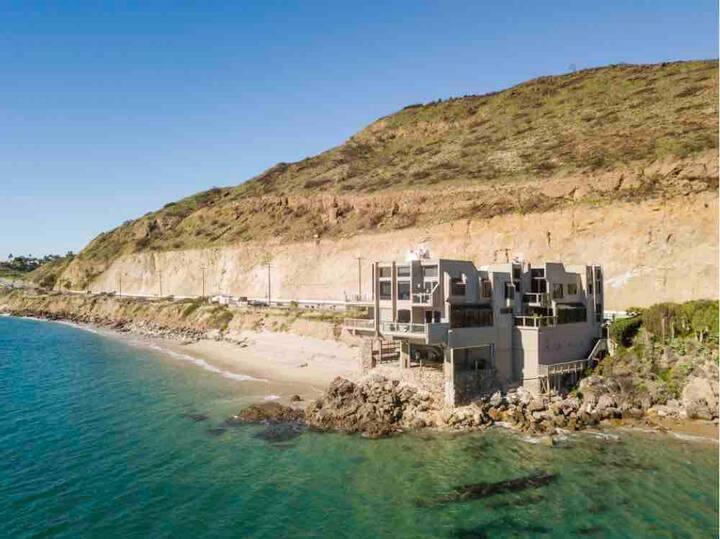 Oceanfront Condo,  Malibu Getaway