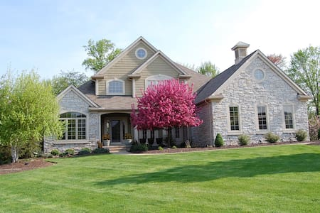 RNC Special - Whole 4 bedroom house - Broadview Heights