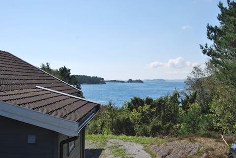 Hytte med flott utsikt. Bakkevig Gard, Nedstrand