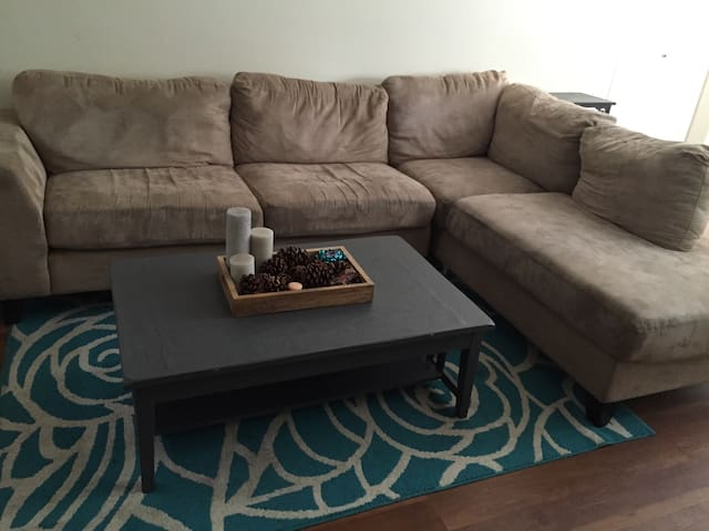 Cheap Couch to lay your head! - Thousand Oaks - Lakás
