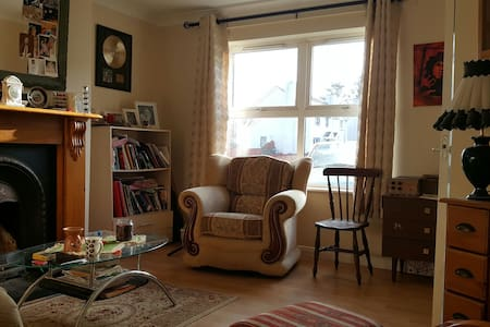 Retro/vintage 2bed hse with parking - Kilmacrennan - House