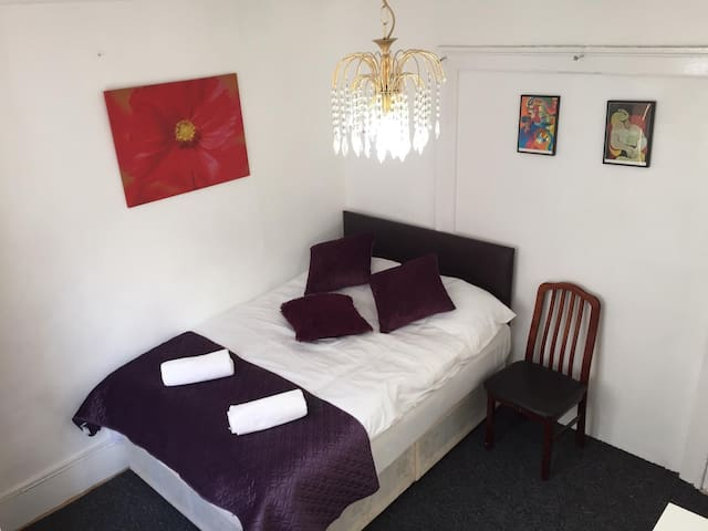 Private Triple Bedroom in Camden Town