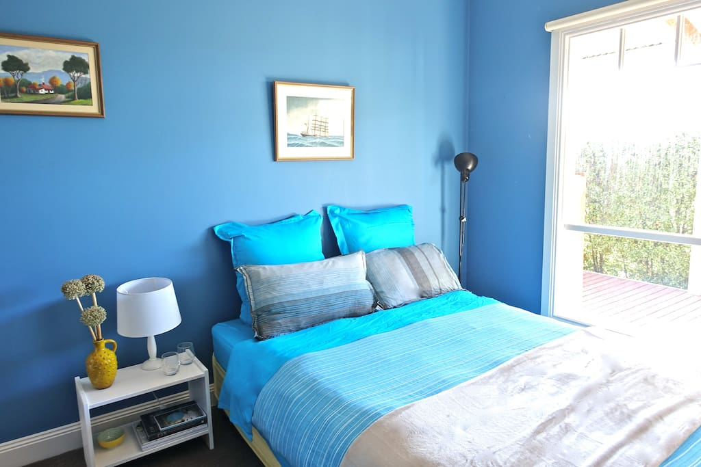 The Blue Room: bright, comfortable and peaceful. Ducted heating.