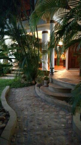 Palmas' B&B Laidback Luxury - Brisas de Zicatela - Apartment