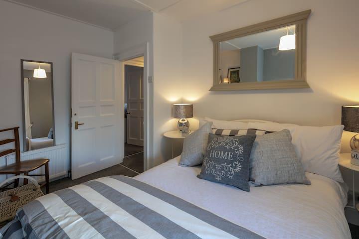 BLAS AT FRONLAS double room