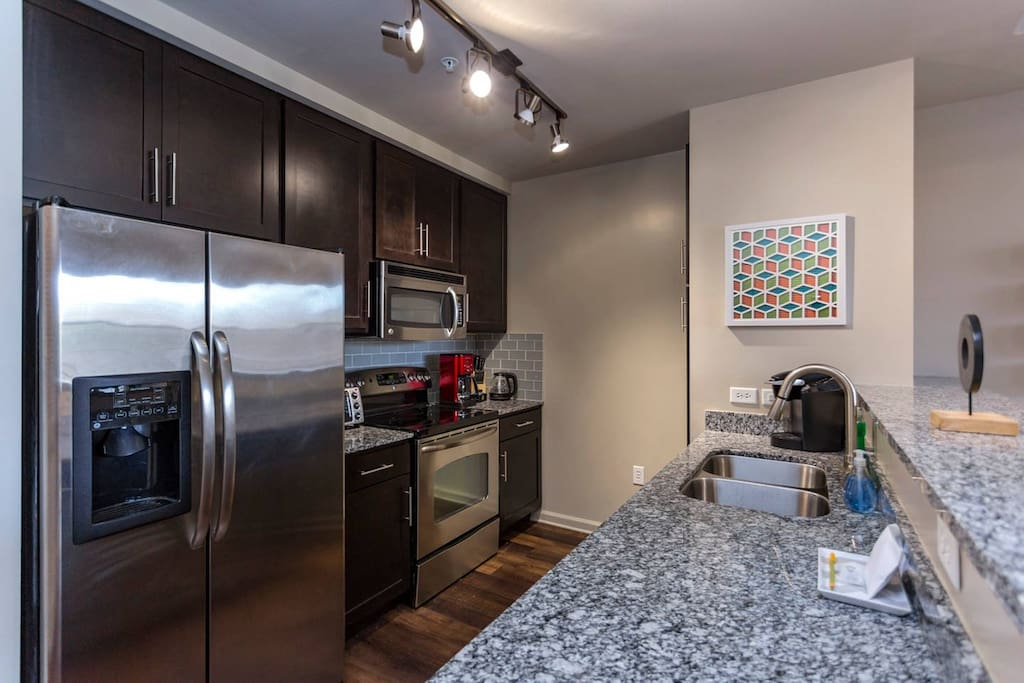 Fully-equipped kitchen to enjoy a nice meal at home