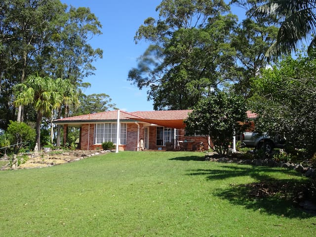 Gracious Home in Gorgeous Gardens - Woolgoolga