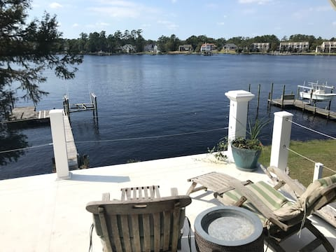 Waterfront - New Bern. Private King Suite with den