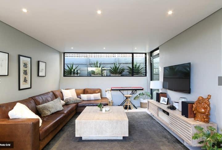 Affordable luxury near Clifton beaches
