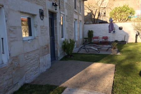 Maison de charme au cœur du Marais - Saint-Hilaire-la-Palud - Casa