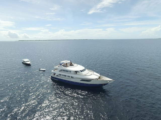 Luxury Liveaboard in Maldives for 18 pax