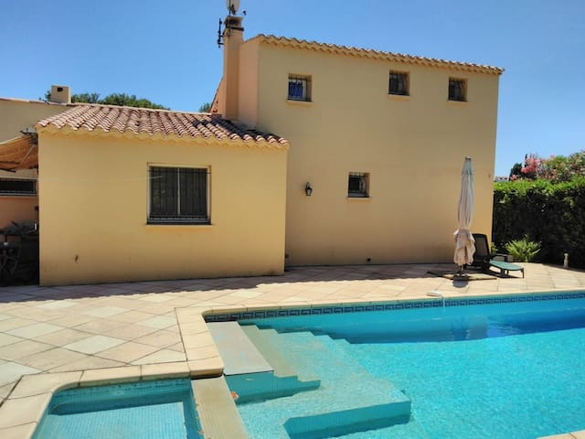 INDIVIDUAL VILLA WITH SWIMMING POOL IN THE PINEDE - CAP D'AGDE - ref: VILLA 020