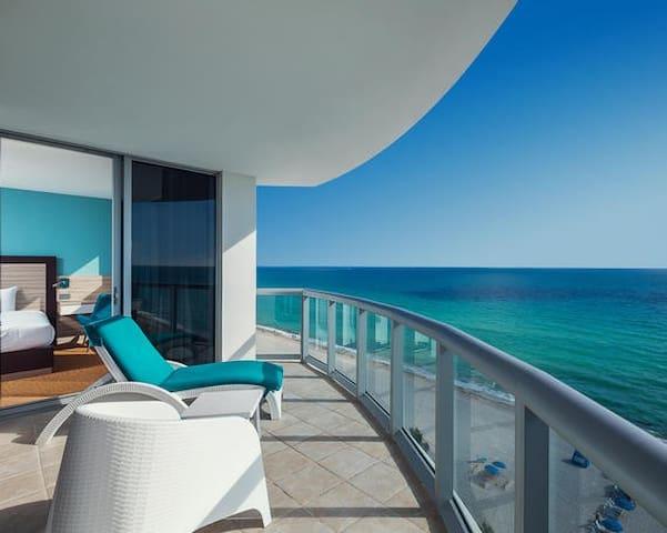 2-3 Luxury condominium on the Miami riviera