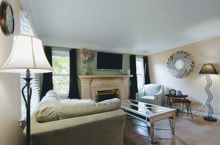 3 Bedroom Private Home in Berkley