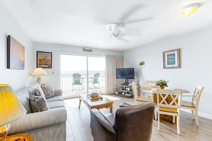 4th Floor Spacious Gulf Front Condo w/ Beach Service Included, Near Dining