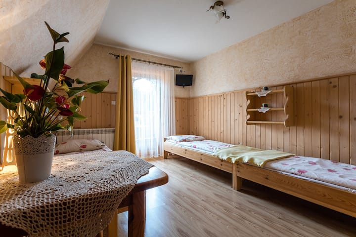 Pokój 4-os łóżko podwójne, balkon, śniadanie (BB)
