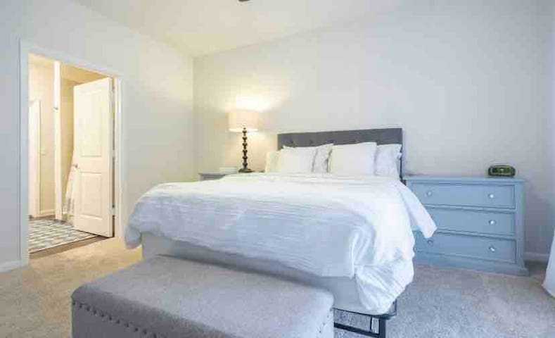 Master Bedroom for 2- Shared space-Kozy