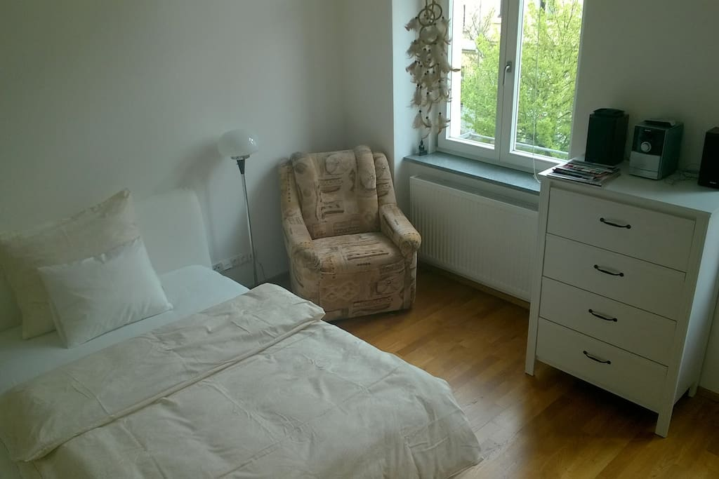 Free room - bed 200 x 140 cm