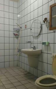 乾淨舒適雙人套房 大衛浴。 - Hus
