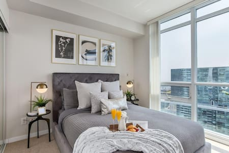 Luxury Style High Rise Suite - Downtown Toronto