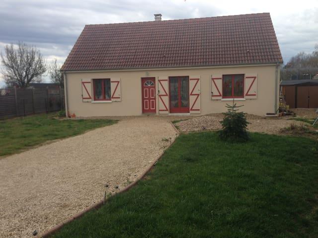 confortable pavillon à la campagne - Sambin - Casa