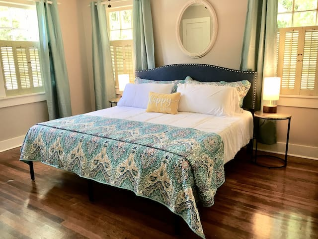★KING BED★ Cozy Cottage, Classic & Modern