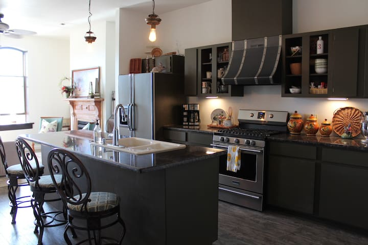 Sweet little downtown apartment...