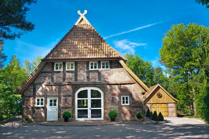 Lovely Cottage in Peaceful Location near Hamburg - Buchholz in der Nordheide - House
