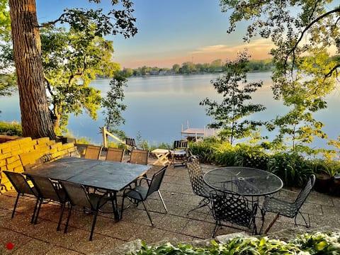 Huge Lake Retreat near Lk. Geneva, Wilmot, Gurnee