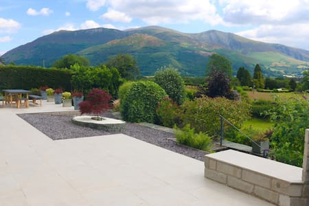Modern cottage with stunning views of Skiddaw