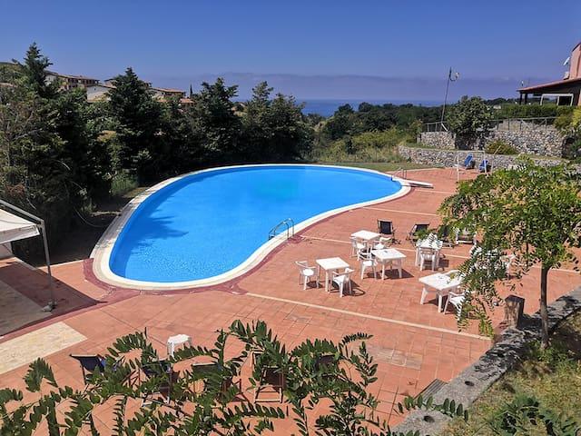 Piscina esclusiva per gli ospiti del residence, aperta dal 15 giugno al 10 settembre.