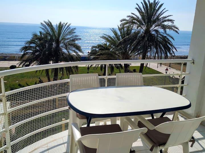 Leilighet med 2 soverom i Cubelles med fantastisk havutsikt, privat svømmebasseng, inngjerdet hage - 100 m fra stranden