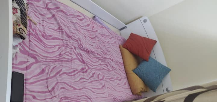 Spacious Bed space in a Spacious room, Ladies only
