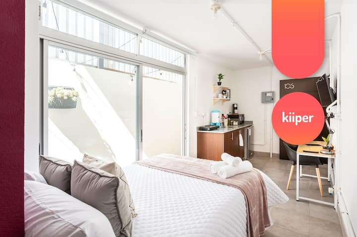 kiiper | Bright Studio with Patio | 2 PPL