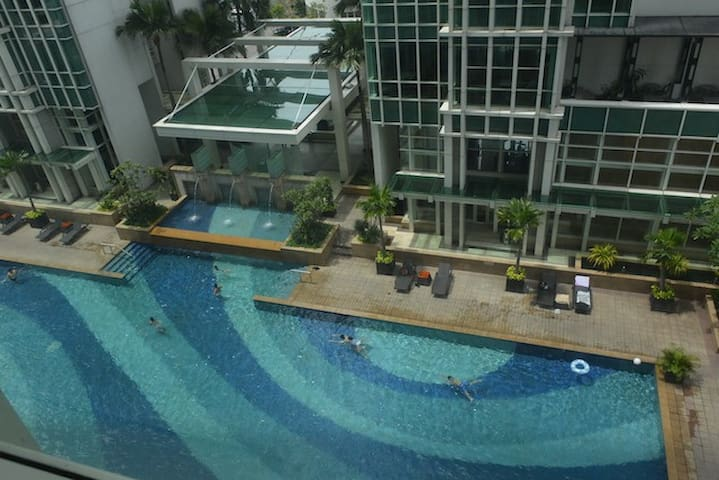 Cozy 3BR Apt (Gym, Pool) in the heart of Jakarta