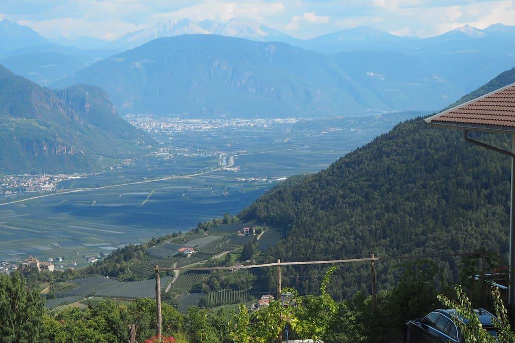 Die Aussicht gegen Bozen / Il panorama verso Bolzano