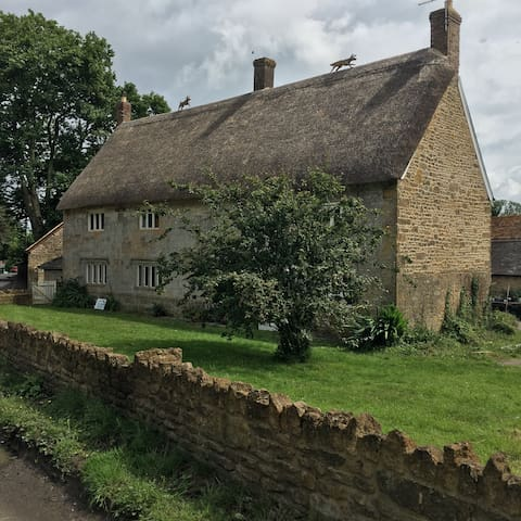 Castle Farmhouse Cottage Postcode: BA22 7HA - South Cadbury, Yeovil - บ้าน
