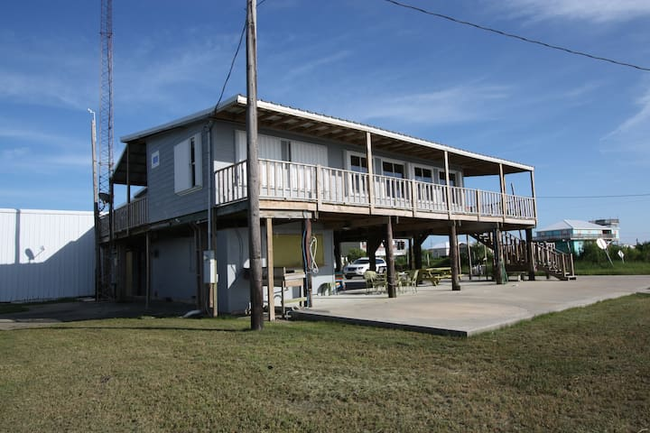 Tipsy Tuna is Waterfront in Grand Isle with a lighted fishing pier & boat access - Grand Isle - Apartment