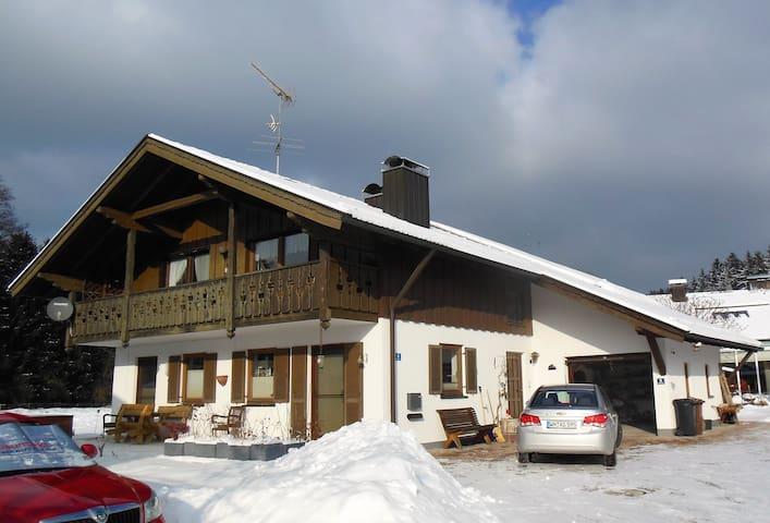 Große Wohnung in schöner Umgebung - Iffeldorf - Appartamento