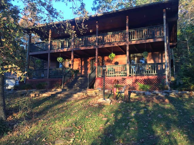 Rustic log home near Mammoth Cave Nation Park