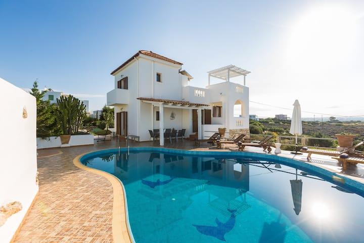 Villa Aliki, Seafront villa next to sandy beaches
