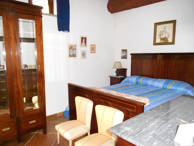 Private Bedroom in Amazing Rural House With Garden - Gualdo Tadino - House