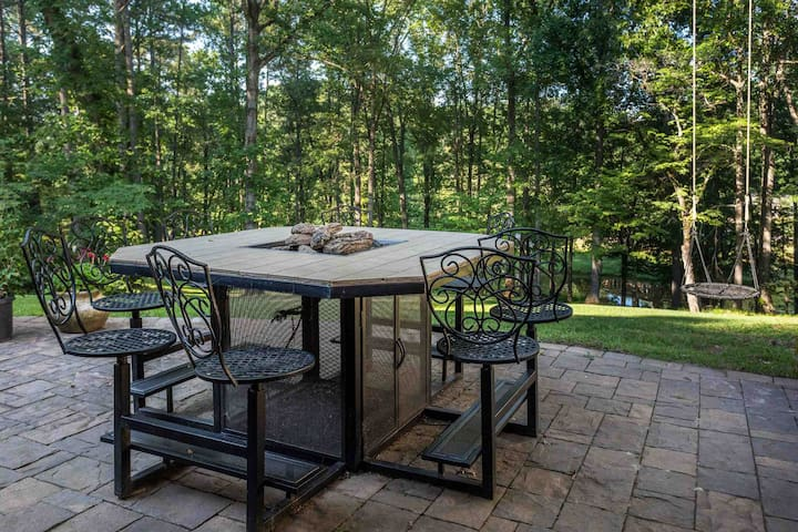 This fire table is designed and built by our sons. Comfortable seating for 8 people. Gas logs ready to light. Nice place to set and enjoy a glass of wine.