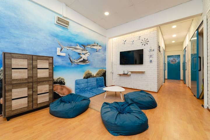 The Ship Guesthouse - Entire vacation home 整个度假屋